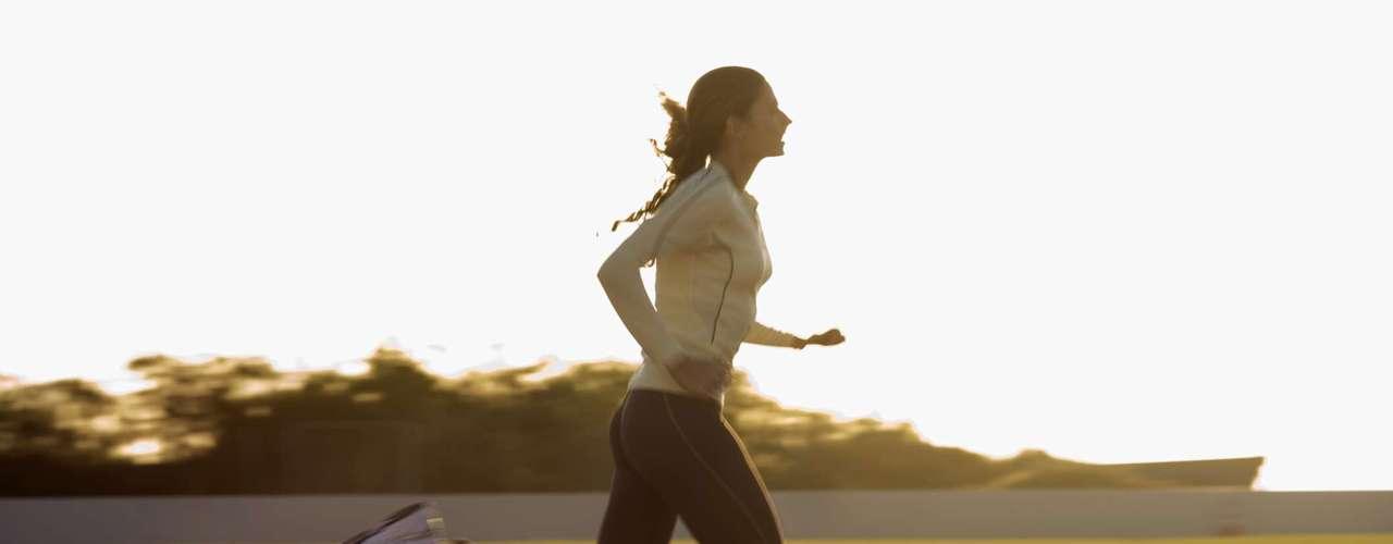 Todos os tipos de atividades físicas são benéficas, no entanto, para ter melhores resultados no tratamento e prevenção das varizes é preciso apenas ter atenção aos resultados e escolher a melhor opção.Segundo a Dra. Tais Tinucci, nefrologista e professora na Escola de Educação Física e Esporte da USP, devem ser priorizados os exercícios aeróbicos e evitados aqueles que precisam de grande explosão muscular. É comprovado que o exercício aeróbico como caminhada, bicicleta e natação, tem aspecto preventivo e de melhora das varizes porque melhora a função da panturrilha, explicou