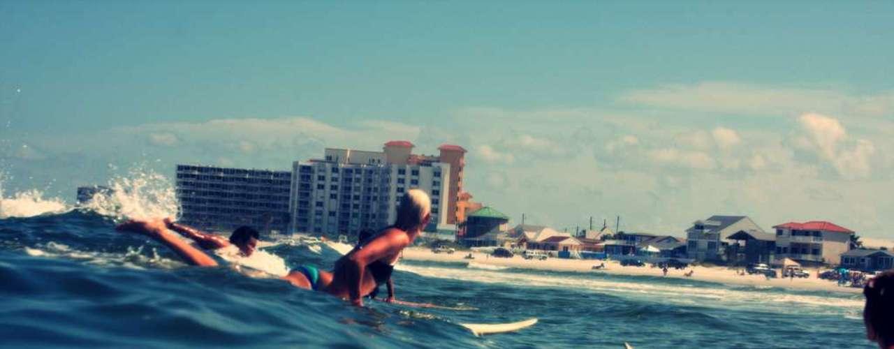 New Smyrna Beach, Flórida: situada no litoral nordeste da Flórida, a praia de New Smyrna Beach tem o maior número de ataques de tubarão por ano no mundo inteiro. Mas apesar das ocorrências com tubarões cabeça-chata ocorridos no local, New Sbyrna Beach nunca registrou mortes por ataques, apenas ferimentos