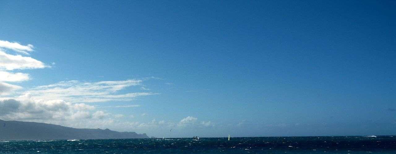 Kahana, Havaí: protegida por um recife, Kahana é uma bela praia do noroeste da ilha havaiana de Maui.  Sem um histórico de ataques mortais de tubarão, a praia ficou fechada por alguns dias em junho deste ano depois que uma adolescente foi mordida por um tubarão-tigre enquanto brincava na água