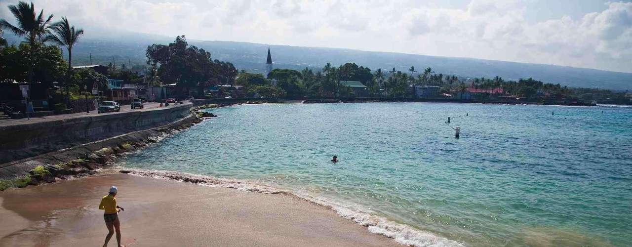 Lyman Beach, Havaí: apesar de ter belas praias, uma linda natureza e ondas perfeitas para os surfistas, o Havaí oferece o perigo de dar de cara com tubarões. Na Big Island, a praia de Lyman Beach foi palco de diferentes ataques nos últimos anos que, acredita-se, teriam sido levados a cabo por tubarões-tigre, espécie mais comum no arquipélago
