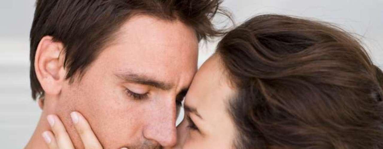 Carinho: homens gostam de ser abraçados e beijados. A mulher deve beijar e abraçar algumas vezes ao dia, mas o homem não quer que ela faça isso no final do segundo tempo do jogo de seu time