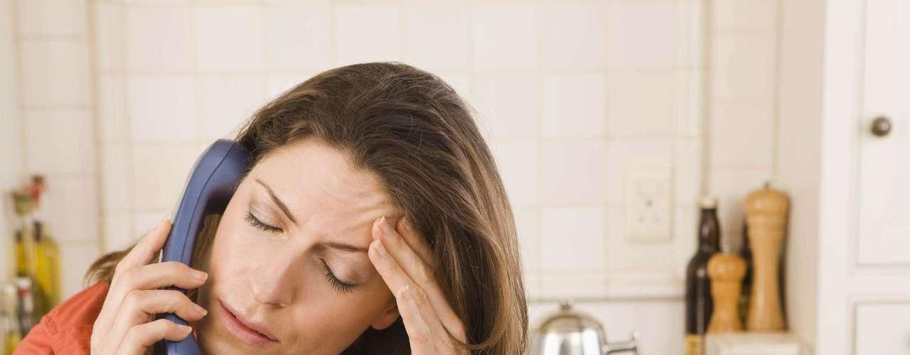Dor de cabeça de tensão: atinge 90% das pessoas esporadicamente e pode ser resultado de noites mal dormidas, estresse, até mesmo pelo fato de não encontrar a carteira pela manhã e ter chegado atrasado ao trabalho. Essa dor é difusa, no alto da cabeça e na testa, segundo informações do Instituto de Neurociência e Neurocirurgia de Liverpool, na Inglaterra. O consumo de álcool e de cafeína também podem ser causadores. Um médico pode receitar um remédio apropriado para ser ingerido durante as crises