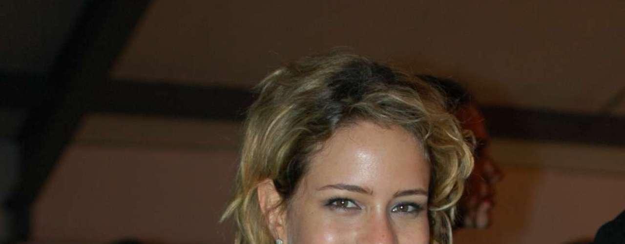 A atriz Leandra Leal também foi prestigiar o desfile de Pedro Lourenço em Paris