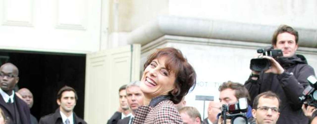 Inès de la Fressange foi conferir a nova coleção da Chanel