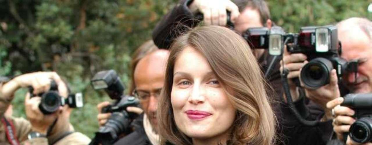 A modelo e atriz Laetitia Casta optou por um look ousado