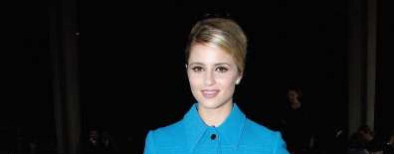 A atriz e cantora Dianna Agron escolheu um visual nada convencional para ir a semana de moda de Paris