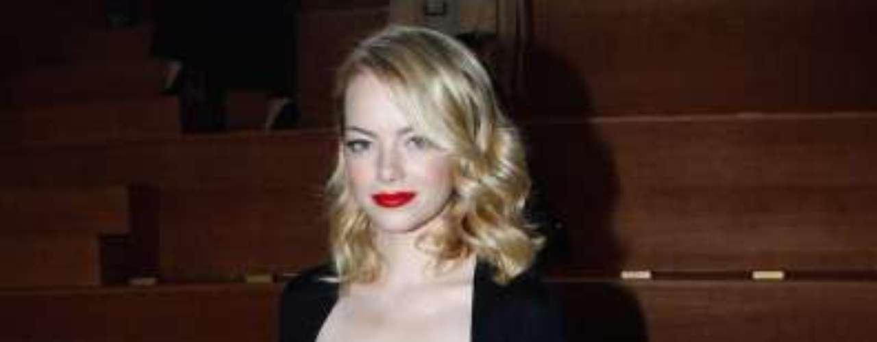 No elenco de 'O Espetacular Homem-Aranha', a atriz escolheu um vestido preto clássico para ir ao desfile