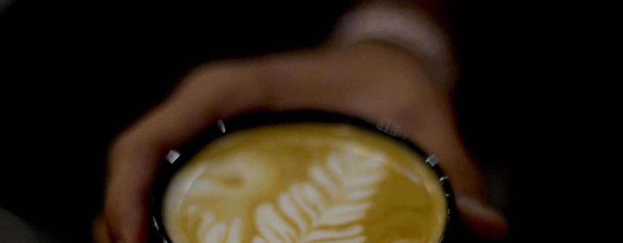 A latte art foi o tema de um workshop ministrado pelos baristas Gabs Howacker, Philipe Glazer, da The Family Coffe Shop, Wagner Oliveira e Bruno da Silva Santos, da Feito a Grão, durante a sétima edição da feira Espaço Café Brasil. \