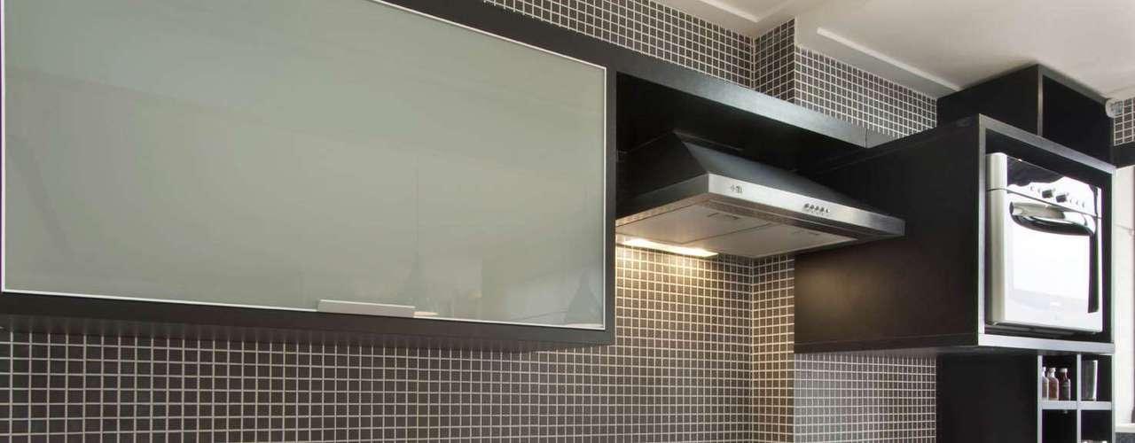 Além do cooktop de duas bocas, outro módulo funciona como uma grelha e permite preparar carnes