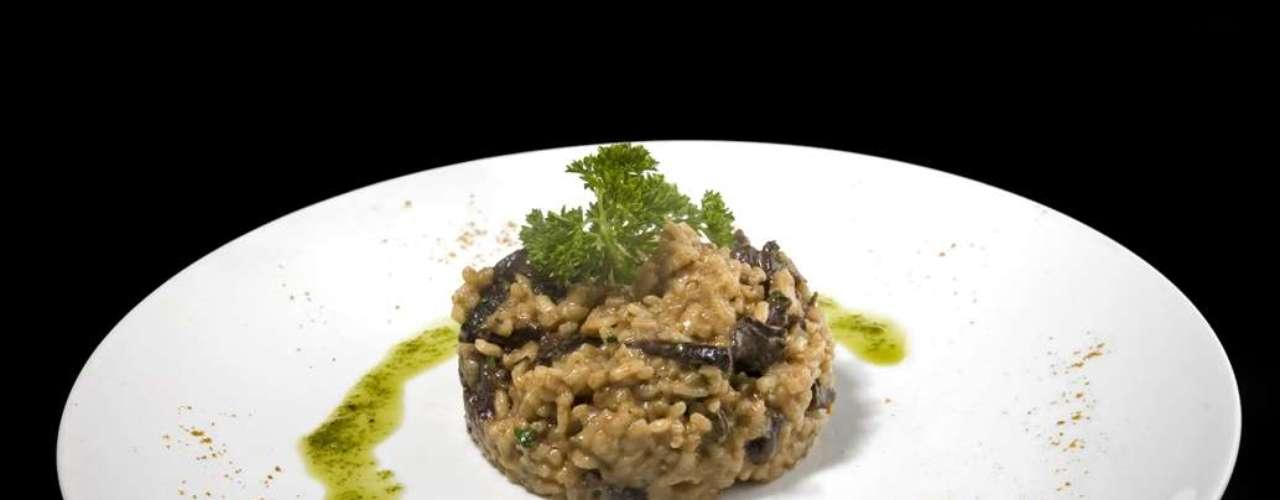Risoto de Funghi: porção de risoto feito com funghi. Preço sob consulta no Motel Acqua, em Curitiba
