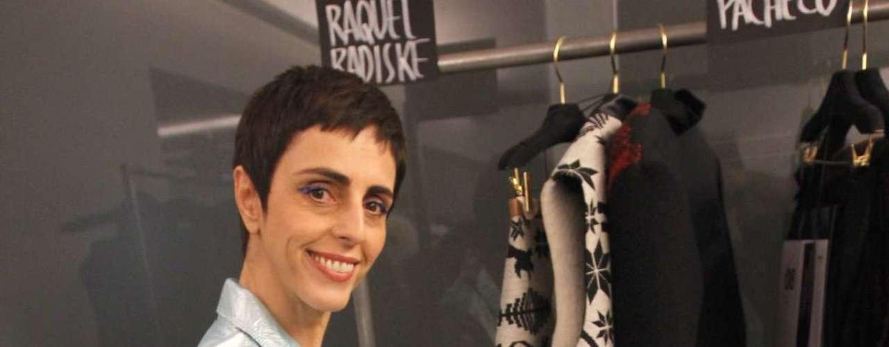 A jornalista e apresentadora Lilian Pacce conferiu os looks no backstage dos desfiles