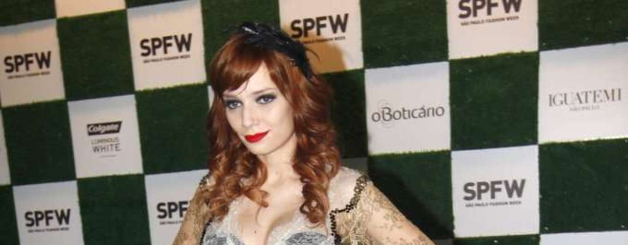 A produtora de moda e hostess Maria Eugênia Suconic marcou presença no primeiro dia de desfiles da 34ª edição do São Paulo Fashion Week, no Parque Villa-Lobos