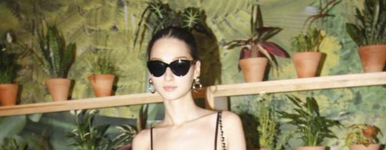 A modelo Bruna Tenório passeou pelos corredores do SPFW, que este ano foi organizado dentro do Parque Villa-Lobos