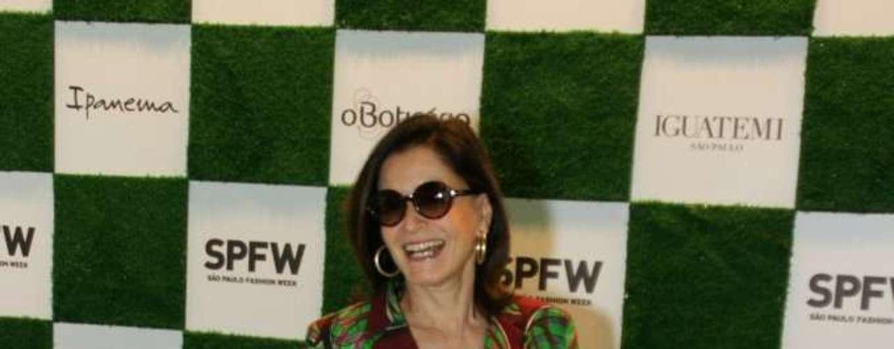 Com look florido, Gloria circulou pelos corredores do SPFW no primeiro dia do evento