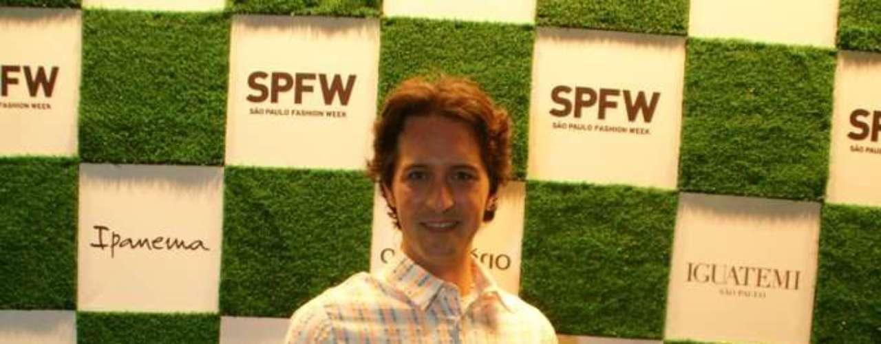 Apresentador Arlindo Grund também marcou presença nos desfiles desta segunda-feira no SPFW