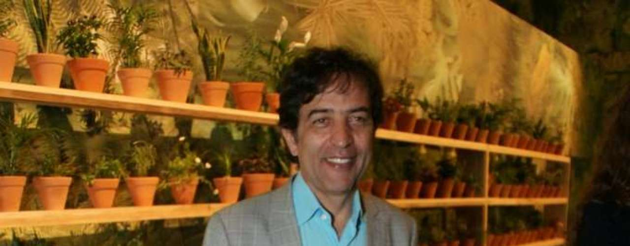 Ricardo Almeida, estilista, foi acompanhar o primeiro dia de desfiles da 34ª edição do São Paulo Fashion Week, no Parque Villa-Lobos