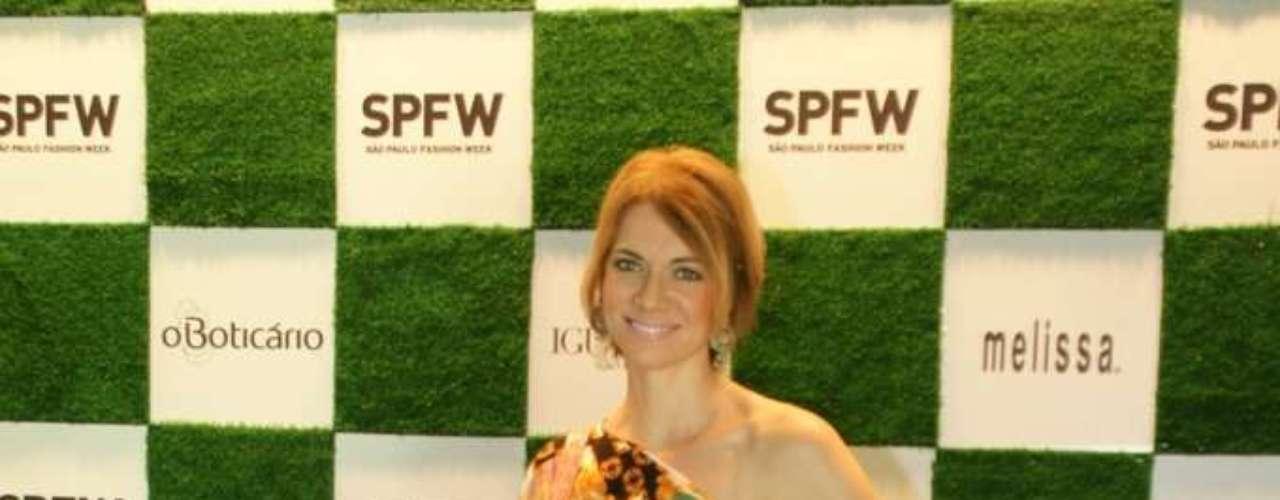 A ex-modelo e apresentadora Laura Wie chegou para acompanhar os desfiles no Parque Villa-Lobos