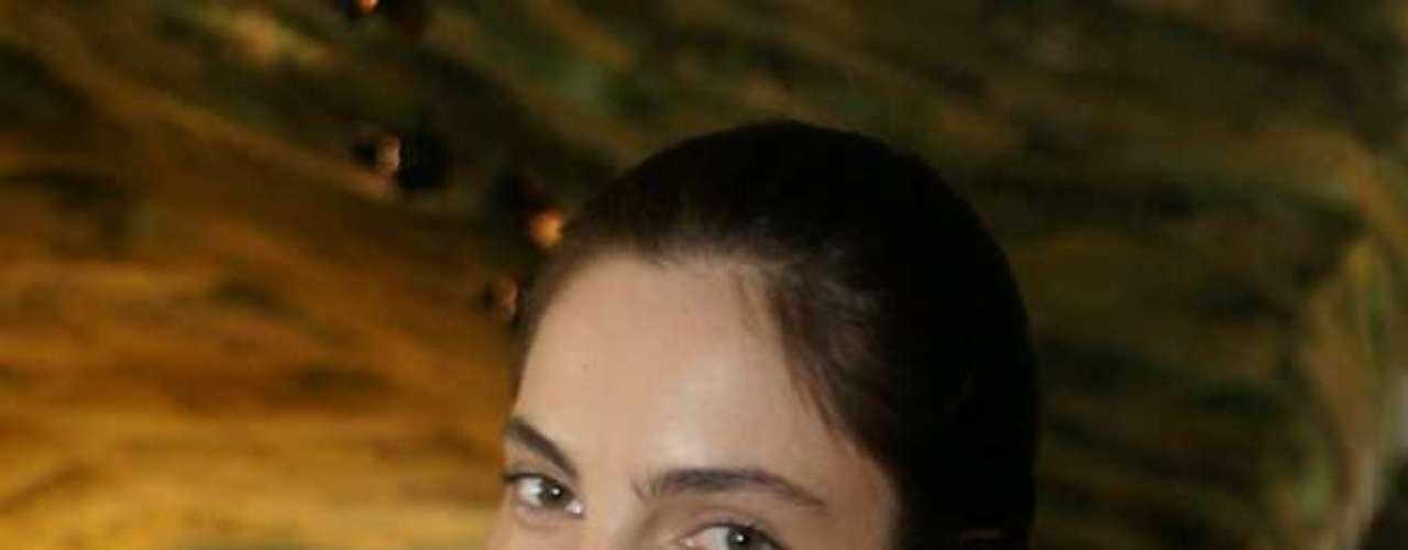 Recordista desta edição com 11 desfiles marcados, Mariana Coldebella apareceu nos bastidores do SPFW