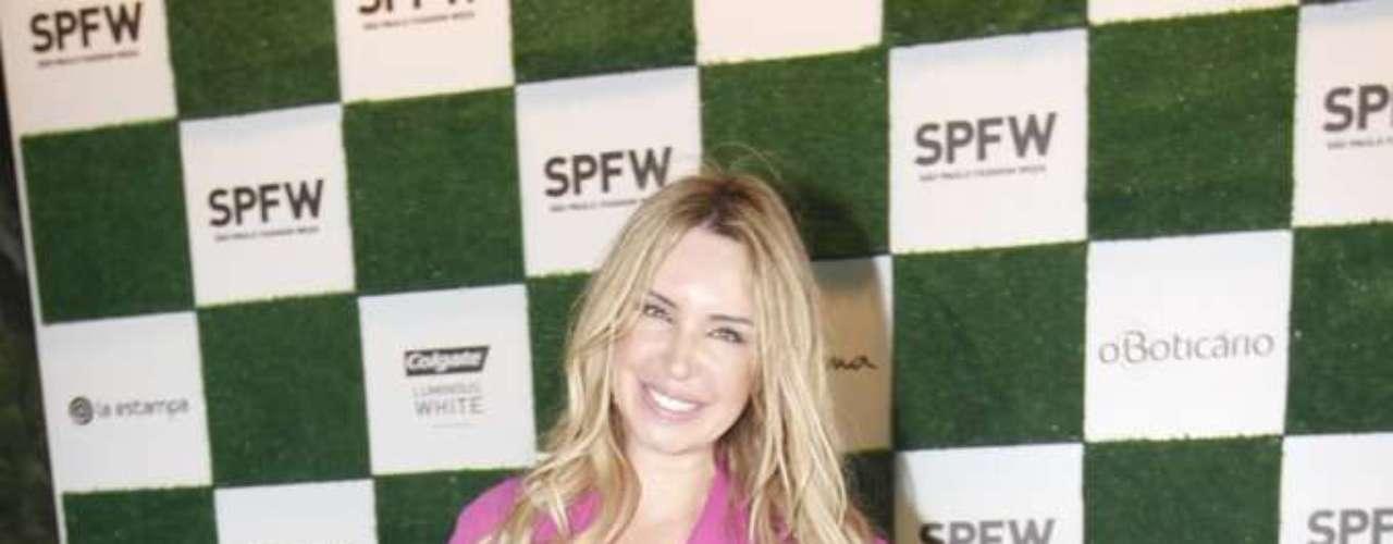 Tatjana Ceratti, apresentadora do programa 'Mundo Fashion', da Band, optou por um look rosa