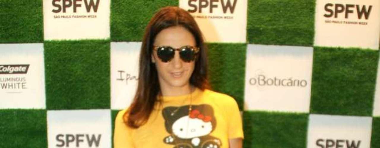 A jornalista Alexandra Farah também assistiu ao desfile da grife, que ocorre na 34ª edição do SPFW
