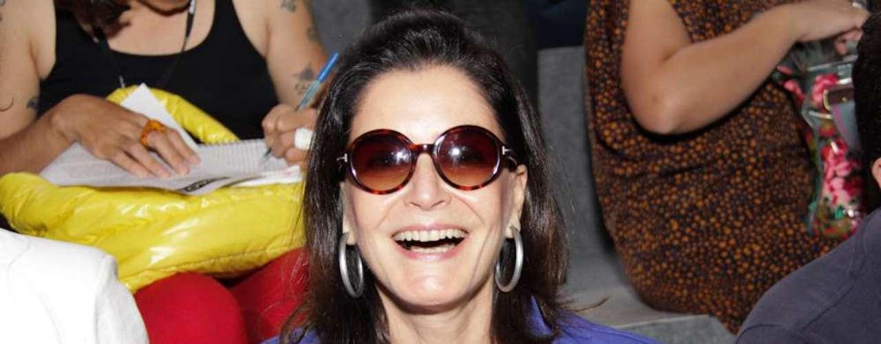 Glória Khalil, consultora de moda, esteve na primeira fila do desfile de João Pimenta, a primeira grife a desfilar no segundo dia do SPFW