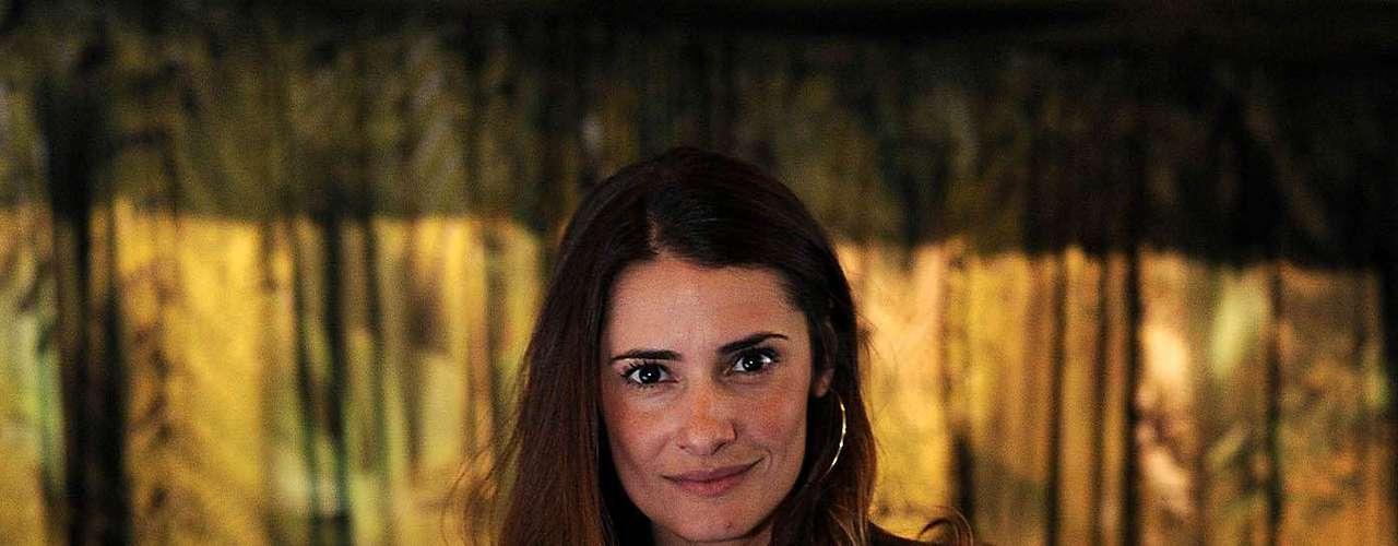 Ex-mulher do ator Fábio Assunção, a empresária Priscila Borgonovi prestigiou o segundo dia de desfiles do SPFW