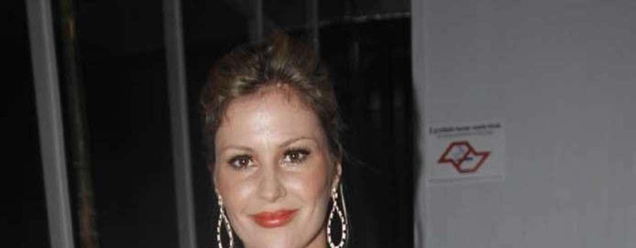 Apresentadora Ellen Jabour prestigiou o segundo dia da semana de moda paulistana