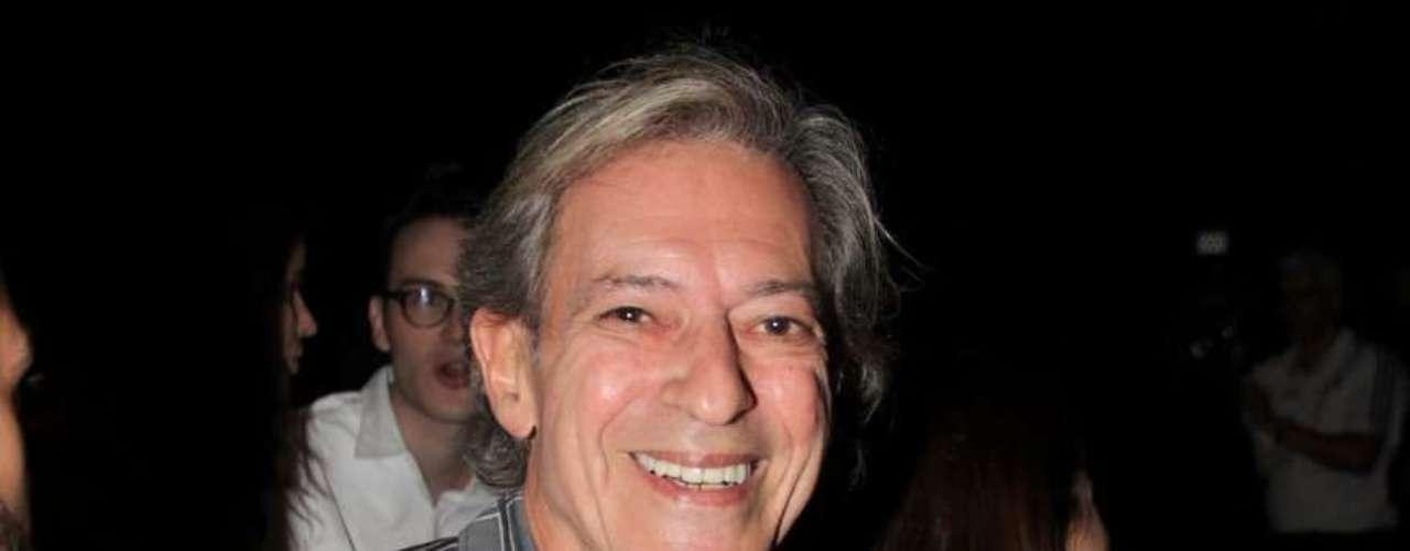 O colunista José Simão chega ao São Paulo Fashion Week para acompanhar o desfile de Lino Villaventura
