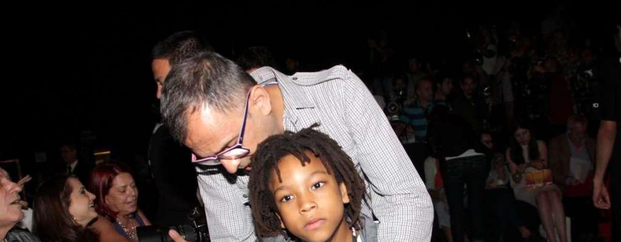 O produtor de moda Paulo Borges foi acompanhado do seu filho Henrique para o SPFW