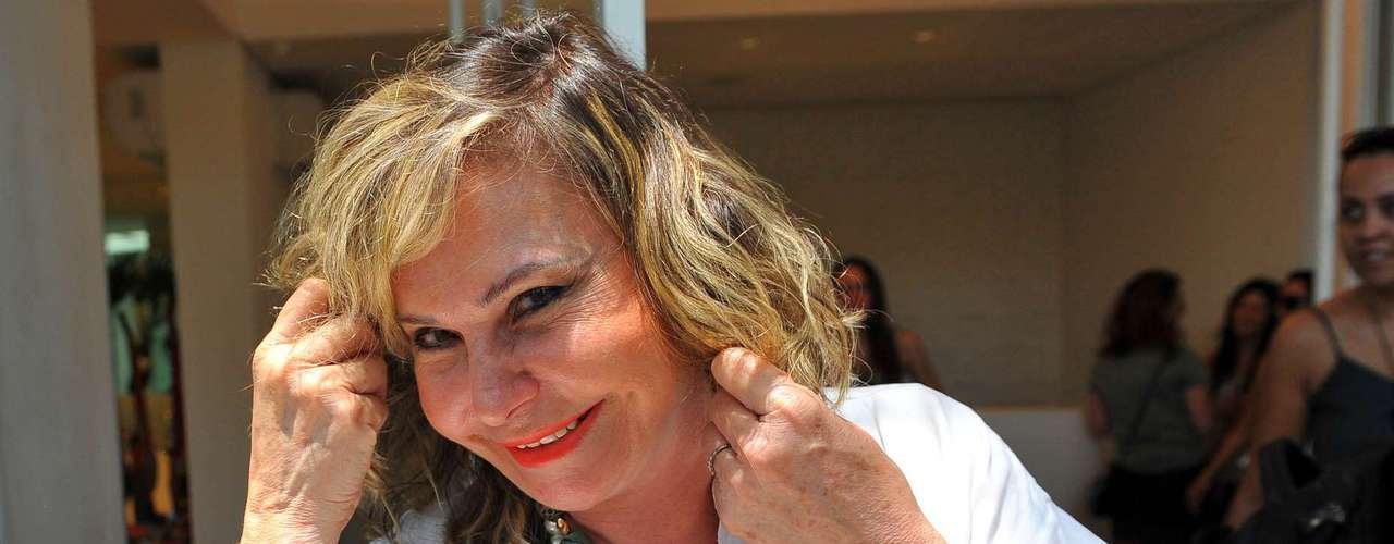 Atriz Pepita Rodrigues assistiu ao desfile externo de Glória Coelho, que foi organizado na Casa Eletrolux