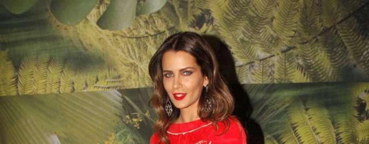 A modelo Fernanda Motta chegou ao São Paulo Fashion Week para assistir ao desfile da Maria Garcia