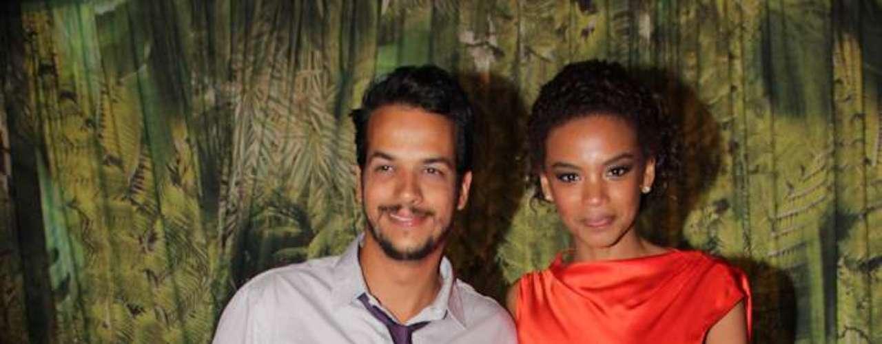 A atriz Lucy Ramos, que chegou acompanhada do  ator Thiago Luciano disse que acha \