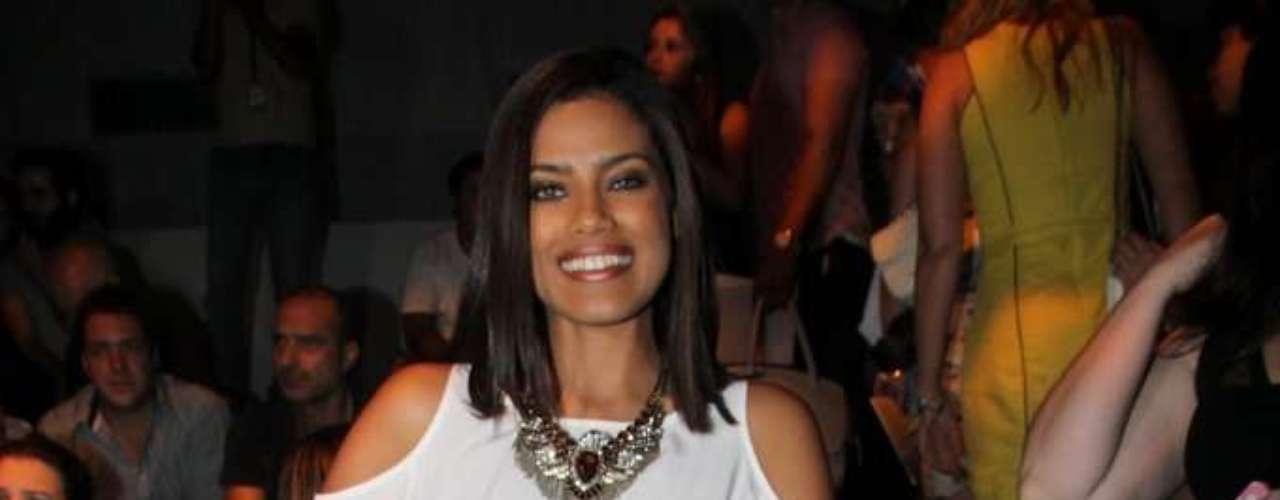 A atriz Ildi Silva acompanhou o desfile da Forum, o último do terceiro dia do SPFW