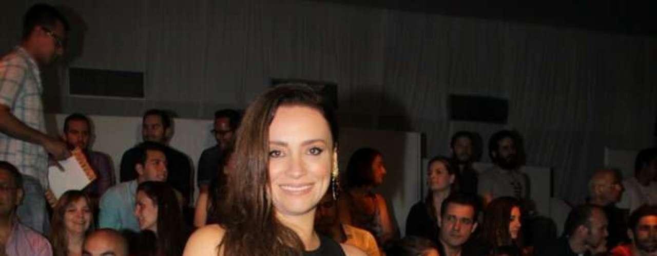 A atriz Suzana Pires marcou presença na primeira fila do desfile da Forum