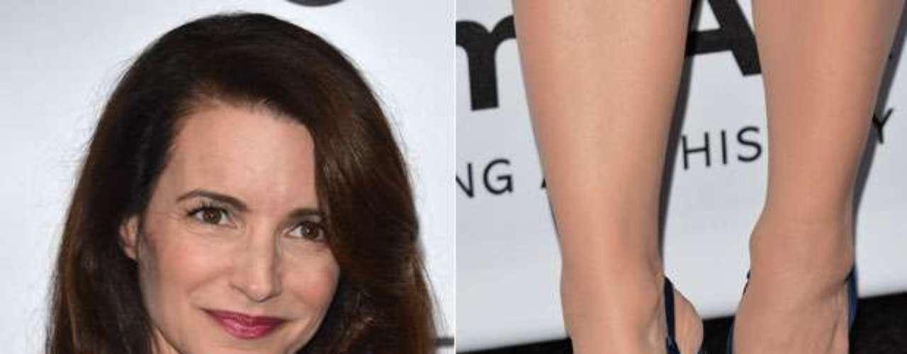 A atriz americana Kristin Davis foi a um evento com esmalte cinza nas unhas dos pés