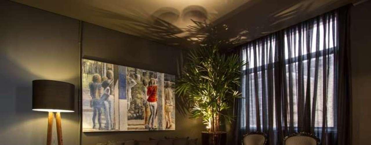 O Espaço Festa Parque D. Pedro, de Adriana Bellão, é inspirado em casas noturnas, com cores escuras e iluminação automatizada, para criar um ambiente intimista e moderno