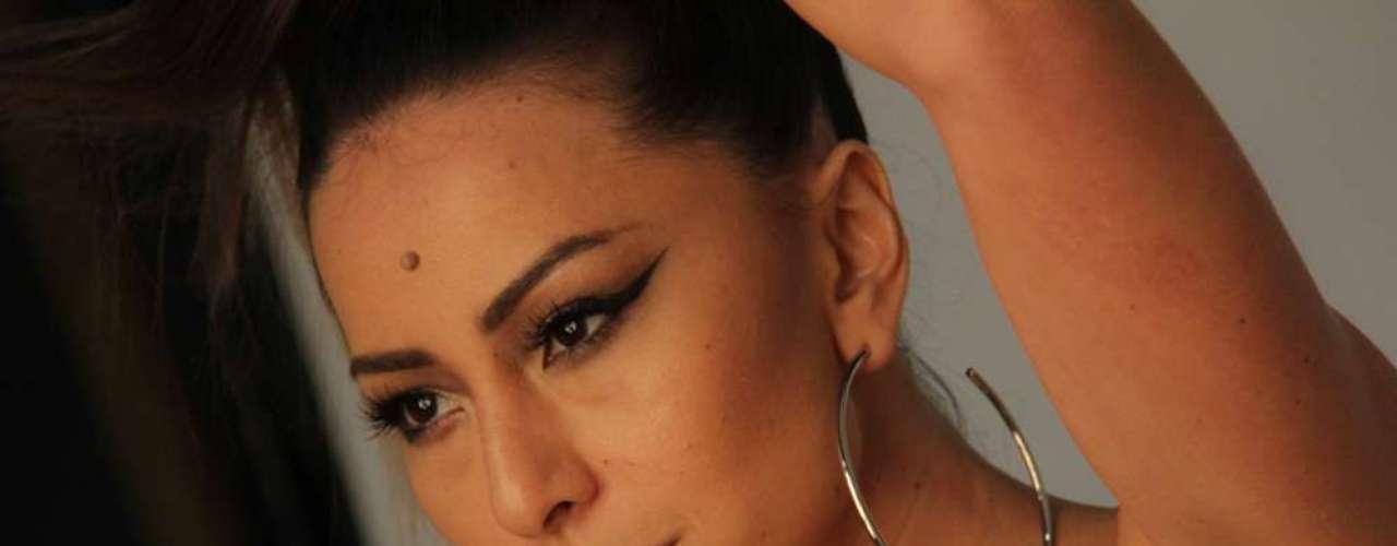 Sabrina Sato é a garota-propaganda da nova linha da Yes Cosmetics, especializada em produtos de beleza