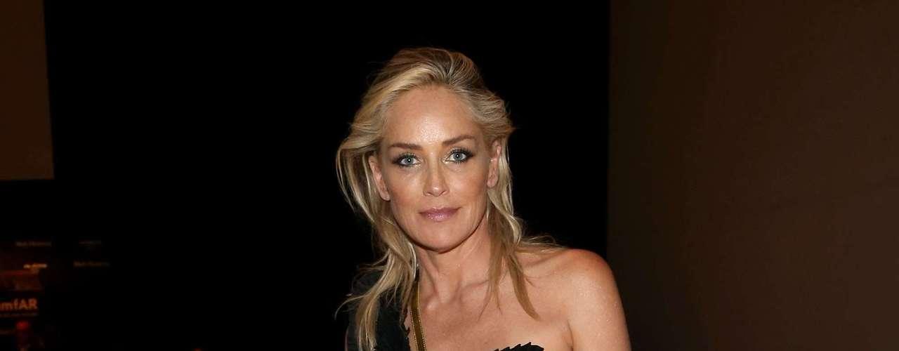 A idade já não é um impedimento nem para o amor, nem para ser extremamente sexy. Prova disso, é a relação de Sharon Stone com seu namorado Martín Nica, de 27 anos