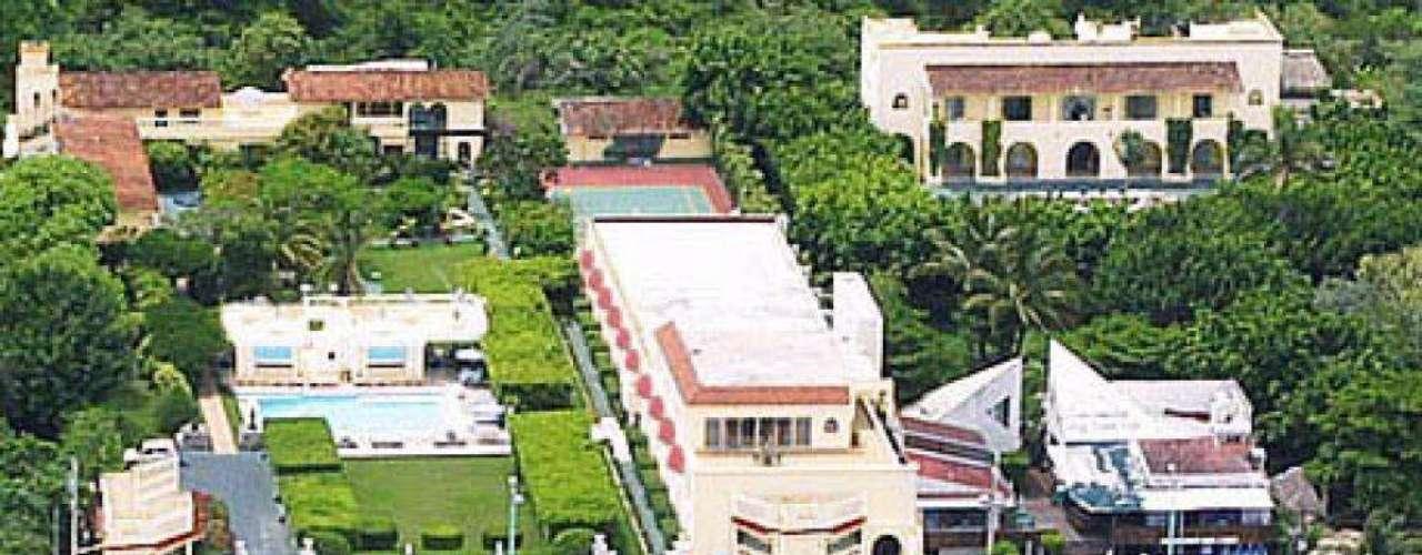 Em Cozumel, Villablanca Garden Beach, com vistas para os jardins, para a piscina ou para o belo mar caribenho, conta com banheira e ar-condicionado. Diária: Carretera Costera Sur, Km 3 - Cozumel. Preço: R$ 86. Site: www.villablanca.net