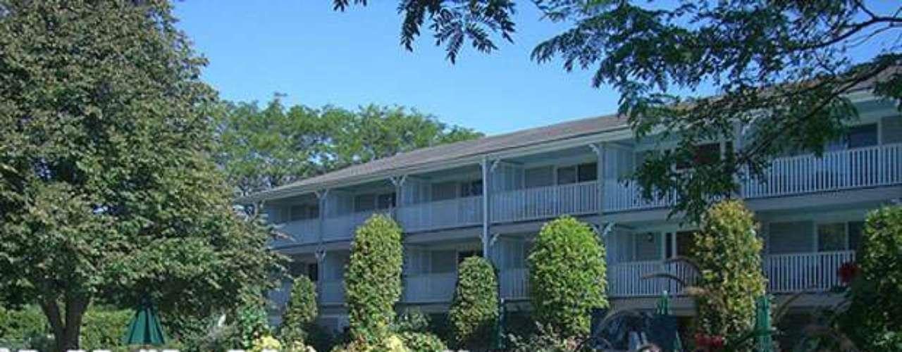 Grand Royal Lagoon tem 34 quartos confortáveis e decorados com temas marinhos, serviço de bar, piscina, refeições e fácil acesso para deficientes físicos. Onde: Calle Quetzal Nº 8 - Cancun. Diária: R$ 80. Site: www. grlagoon.com.mx