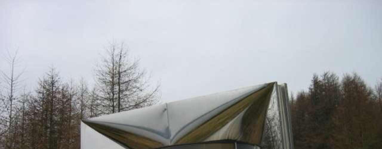 Kielder Belvedere (Inglaterra): a obra futurista fica à beira do Kielder, em Northumberland. Do lago, que parece um megafone embrulhada para presente, suas superfícies curvas refletem as formas e as cores do céu. É uma cabana em forma de cunha e a vista da frente é uma janela que emoldura o litoral do outro lado do lago. Você pode esperar dentro do local  a balsa se aproximar