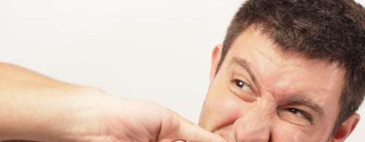 - 44 por cento das mulheres estão conscientes de que os periodontistas podem ajudar a contribuir para uma boa saúde, em comparação com 33 por cento dos homens.  - Homens são mais propensos a desenvolver câncer bucal e outras complicações dessa cavidade por serem mais negligentes que as mulheres nos cuidados bucais. Além disso, eles abusam mais dos hábitos nocivos - como fumar e beber em excesso - o que repercute na boca e saúde geral.