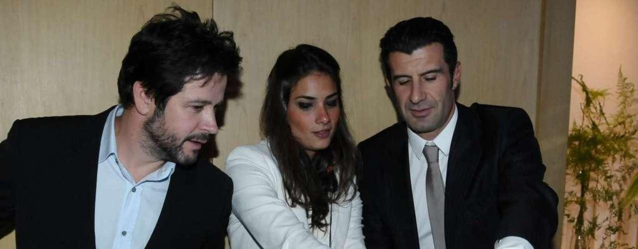 Durante a noite, o ator e o ex-jogador foram convidados para comandar a trilha sonora do evento, dividindo a mesa de som que a DJ estava ocupando