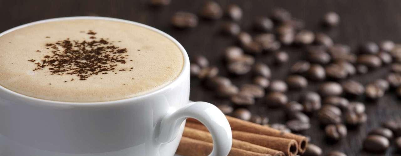 5. Transtorno de déficit de atenção com hiperatividade: antes, a cafeína era vista como uma das causas do Transtorno de déficit de atenção com hiperatividade. No entanto, foi descoberto que o café pode, na verdade, ser usado como tratamento para a doença. A explicação é que, em doses moderadas, a cafeína aumenta a concentração. Porém, mais pesquisas sobre o assunto ainda devem ser feitas