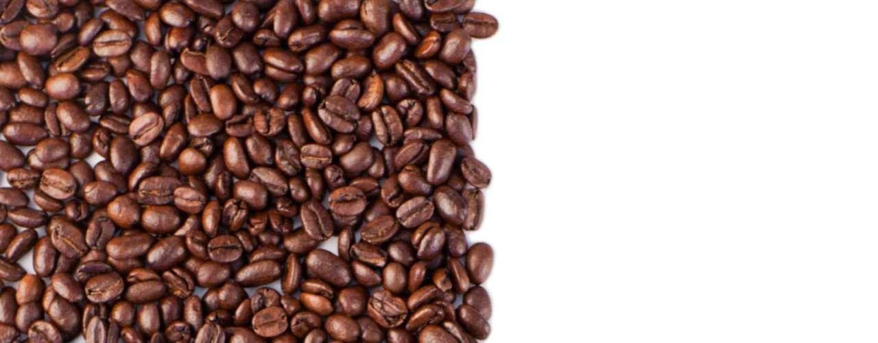7. Fontes naturais de cafeína são melhores: quando o assunto são as fontes de cafeína, os especialistas são unânimes ao preferir as naturais, já que as artificiais podem conter muito açúcar e outros aditivos. \