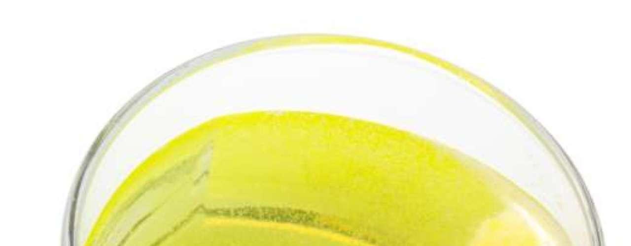 Refrigerantes cítricos: alguns testes em animais têm demonstrado que o óleo vegetal bromado, um ingrediente comum em refrigerantes cítricos podem causar dano testicular. Bromo também tem sido relacionado a impotência e baixo desejo sexual em homens. Então, se o cara é fã, pode ser a hora de fazê-lo cortar essa bebida da dieta