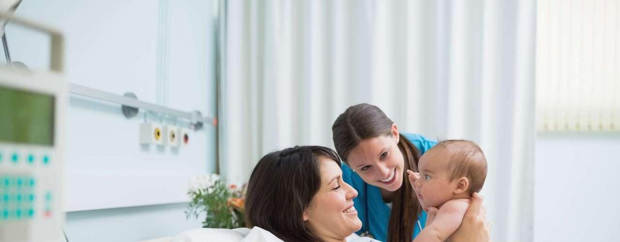 Quais são as reais indicações para a realização da cesariana? Apesar de os médicos estimularem o parto normal, alguns casos exigem a realização da cesariana para que os nove meses de gravidez acabem com sucesso. \