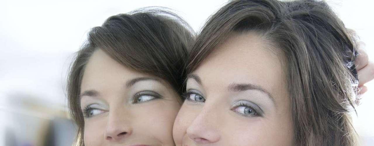 Mais do que eliminar o desconforto causado pelos excessos, a redução dos lábios trazem muitos ganhos psicológicos, conforme observa o cirurgião André. \
