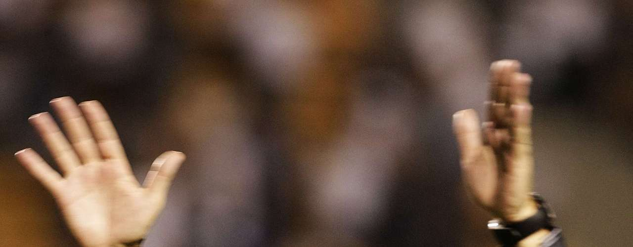 25 de julho de 2010: o treinador se despediu do Corinthians no dia seguinte do anúncio de que aceitava o cargo na Seleção Brasileira. Com vitória sobre o Guarani, por 3 a 1, Mano deixou o Corinthians na liderança do Campeonato Brasileiro na ocasião