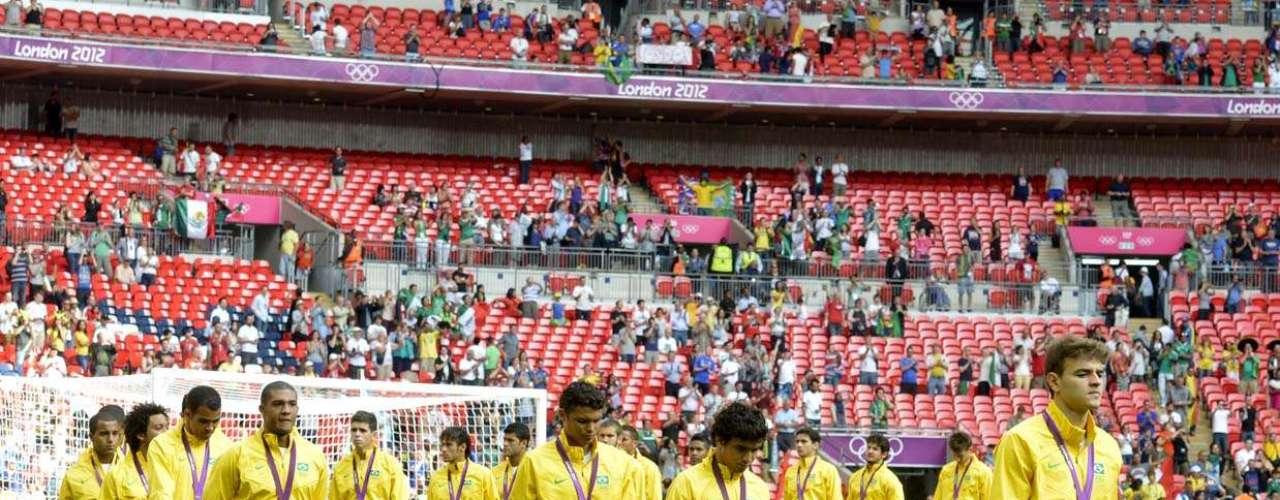 11 de agosto de 2012: a derrota para os mexicanos fez o Brasil adiar mais uma vez o sonho do ouro olímpico. Com o fracasso no objetivo principal da temporada, uma possível demissão de Mano voltou a ganhar força